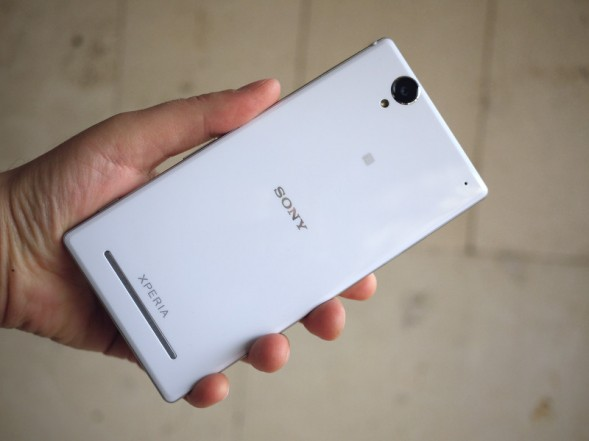 Sony Xperia T2 Ultra Dual в руке